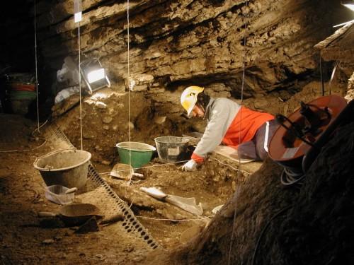 Scavo nella Caverna Generosa (Grotta dell'Orso) - Monte Generoso (CO)