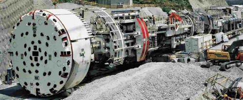 Una TBM prima di iniziare lo scavo (tratta da http://www.tunnelseis.de/tunnelling.html)